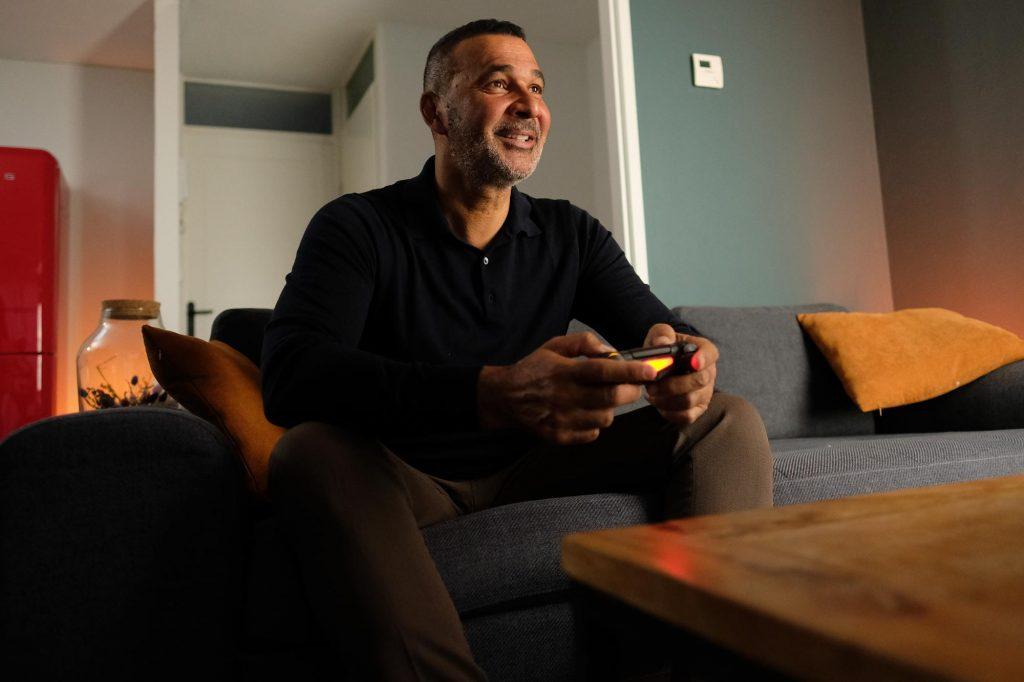 AD: Ruud Gullit als boegbeeld voor verantwoord gamen: 'Toon interesse in wat je kind speelt'